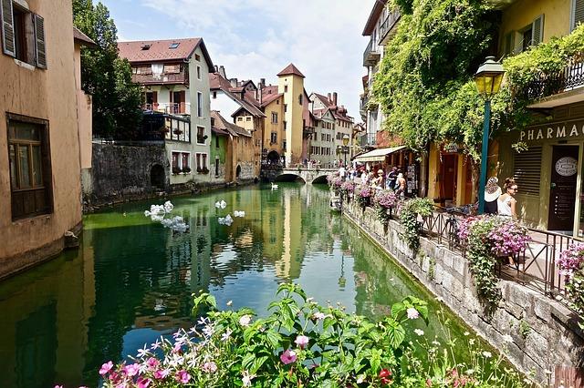 Séjour à Annecy: quel type d'hébergement à prévoir ?